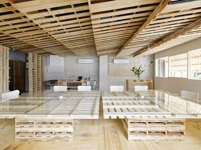 Tokyo office space elegantly renovated with 130 pallets 1